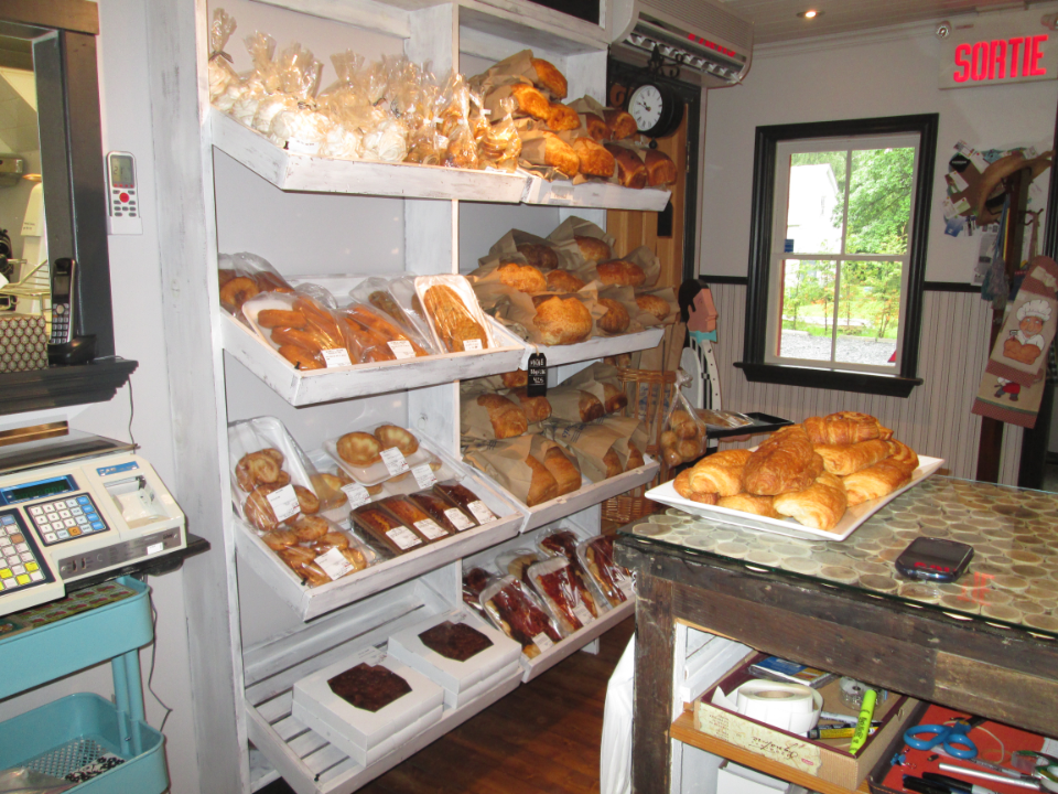Artisan Bakeries Boulangerie Tire-toi une bûche Sainte-Brigide-d'Iberville local products hand made bakery