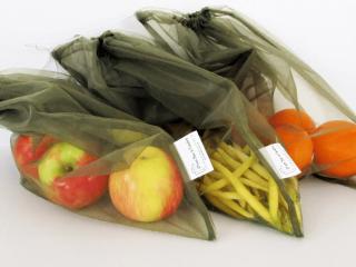 Artisans D'un sac à l'autre Saguenay fruits et légumes dans des sacs réutilisables.