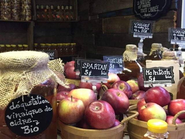 U-pick Domaines Roka Mont-Saint-Grégoire Orchard organic local products buy local