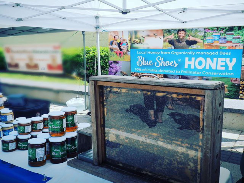 beekeeper kiosk honey Blue Shoes Vars Ulocal local product local purchase