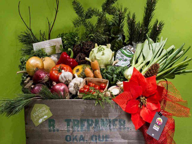 Fermiers de famille marché de fruits et légumes biologiques paniers bio Les Jardins de la Pinède Oka Ulocal produit local achat local