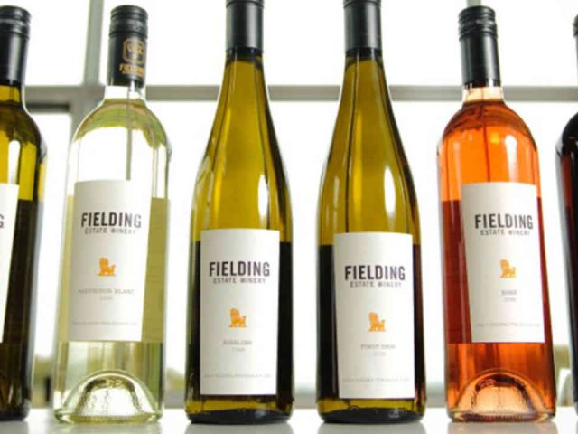 Vignoble bouteilles de vin Fielding Estate Winery Lincoln Ulocal produit local achat local