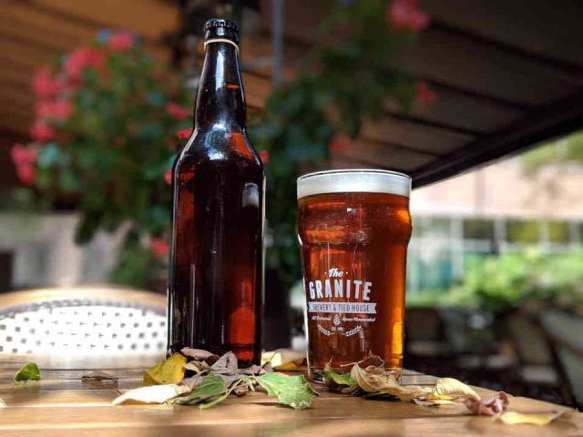 Microbrasserie bouteille et verre bière The Granite Brewery & Tied House Toronto Ulocal produit local achat local