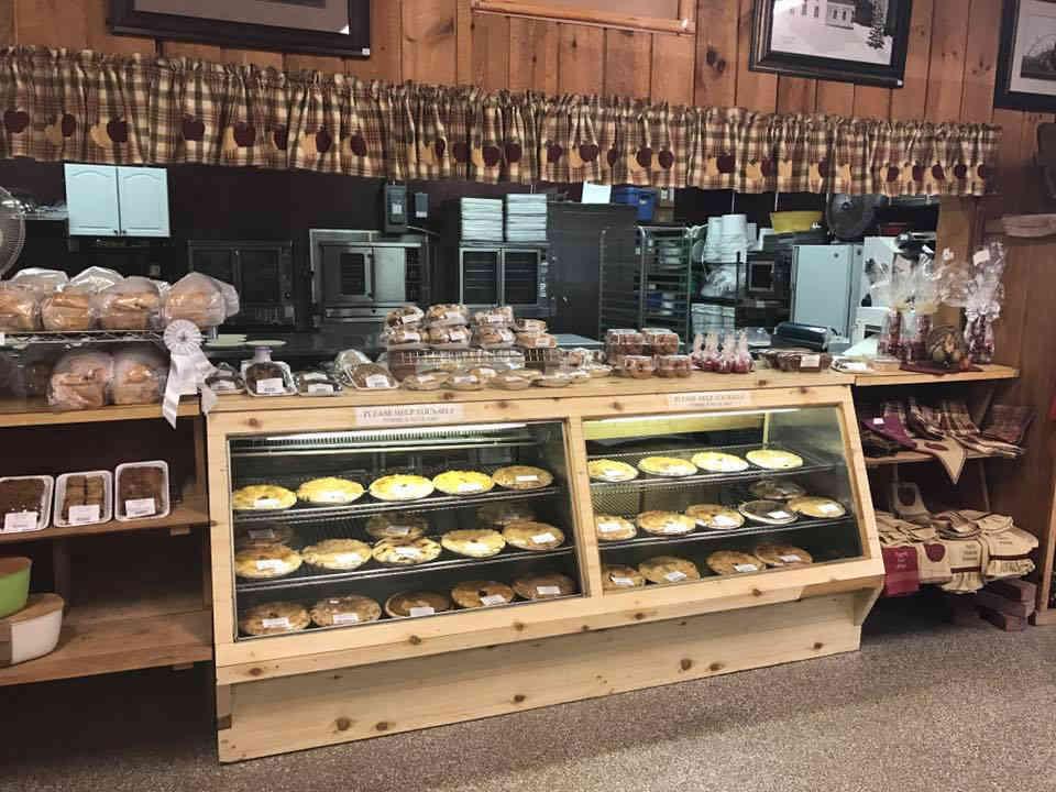 Autocueillette comptoir pâtisseries Halls Apple Market Brockville Ulocal produit local achat local