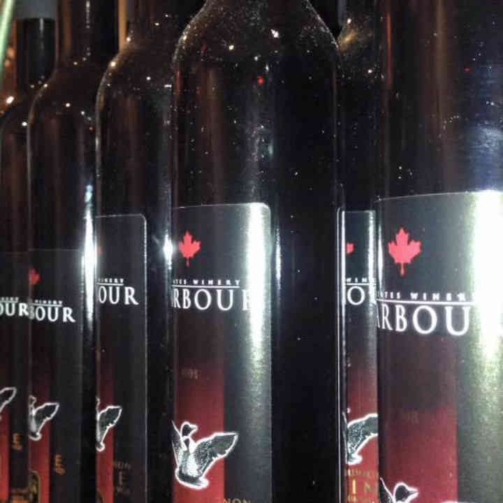 Vignoble bouteilles de vin Harbour Estates Winery Lincoln Ontario Canada Ulocal produit local achat local