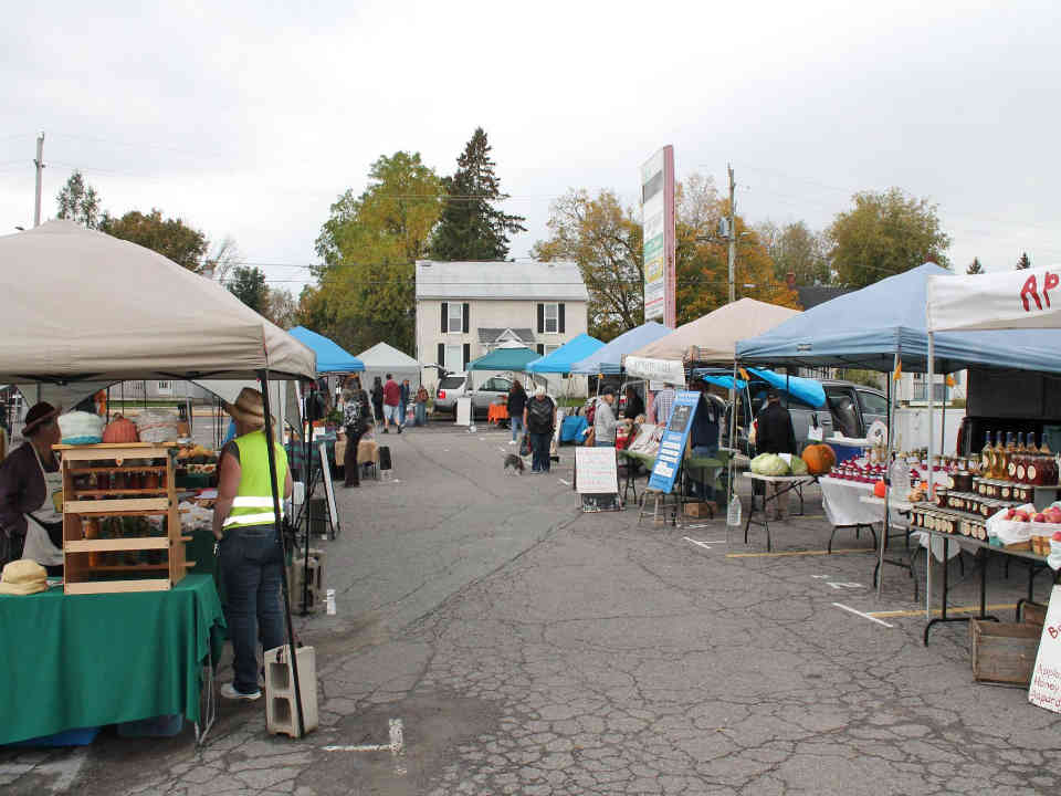Public Market kiosks Kemptville Farmers' Market Kemptville Ulocal local product local purchase