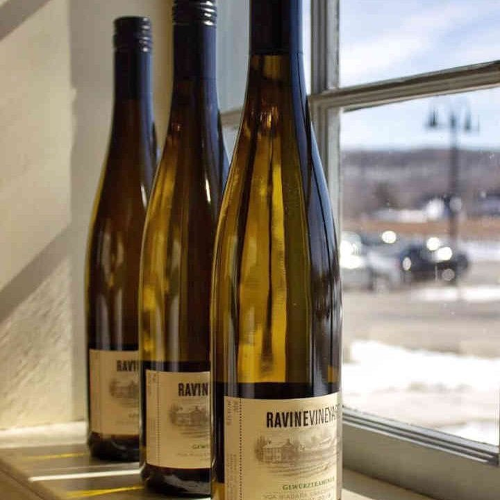Vignoble bouteilles de vin Ravine Vineyard Estate Winery Niagara-on-the-Lake Ulocal produit local achat local