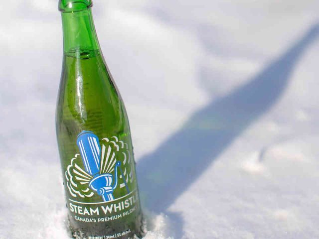 Microbrasserie bouteille bière Steam Whistle Brewing Toronto Ulocal produit local achat local