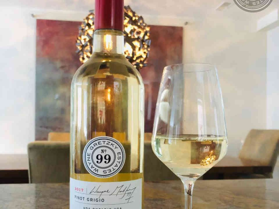 Vignoble bouteille de vin Wayne Gretzky Estates Winery & Distillery Niagara-on-the-Lake Ontario Canada Ulocal produit local achat local
