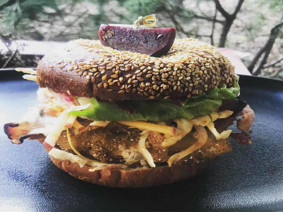 restaurant nourriture hamburger viande légumes alta bistro whistler colombie britannique canada ulocal produit local achat local produit du terroir locavore touriste