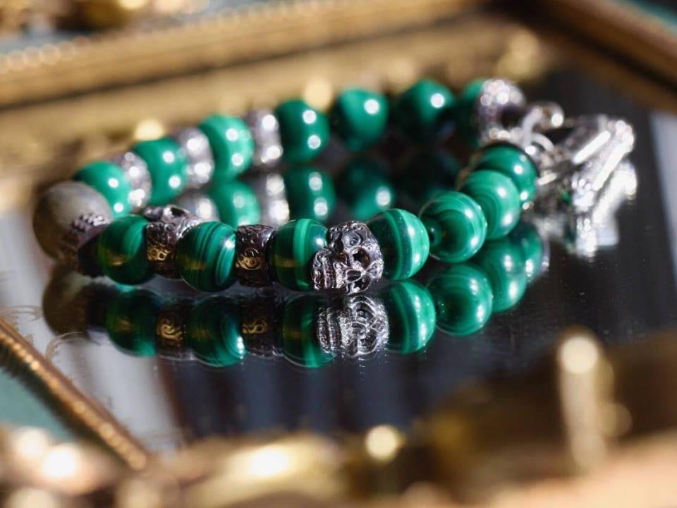 bijoux et accesoire bracelet fait a la main noir et emeraude domoak repentigny quebec canada ulocal produits locaux achat local produits du terroir locavore touriste