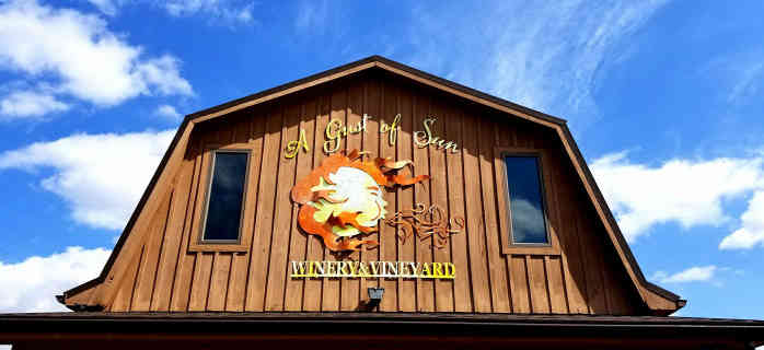 Vignoble enseigne logo A Gust of Sun Winery & Vineyard Ransomville New York États-Unis Ulocal produit local achat local