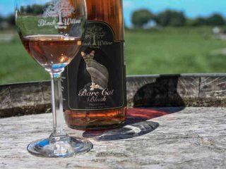 Vignoble bouteille de vin Black Willow Winery Burt New York États-Unis Ulocal produit local achat local