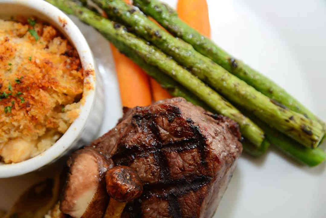 Restaurant steak asparagus Lift Resto Lounge Ottawa Ontario Canada Ulocal Local Product Local Purchase