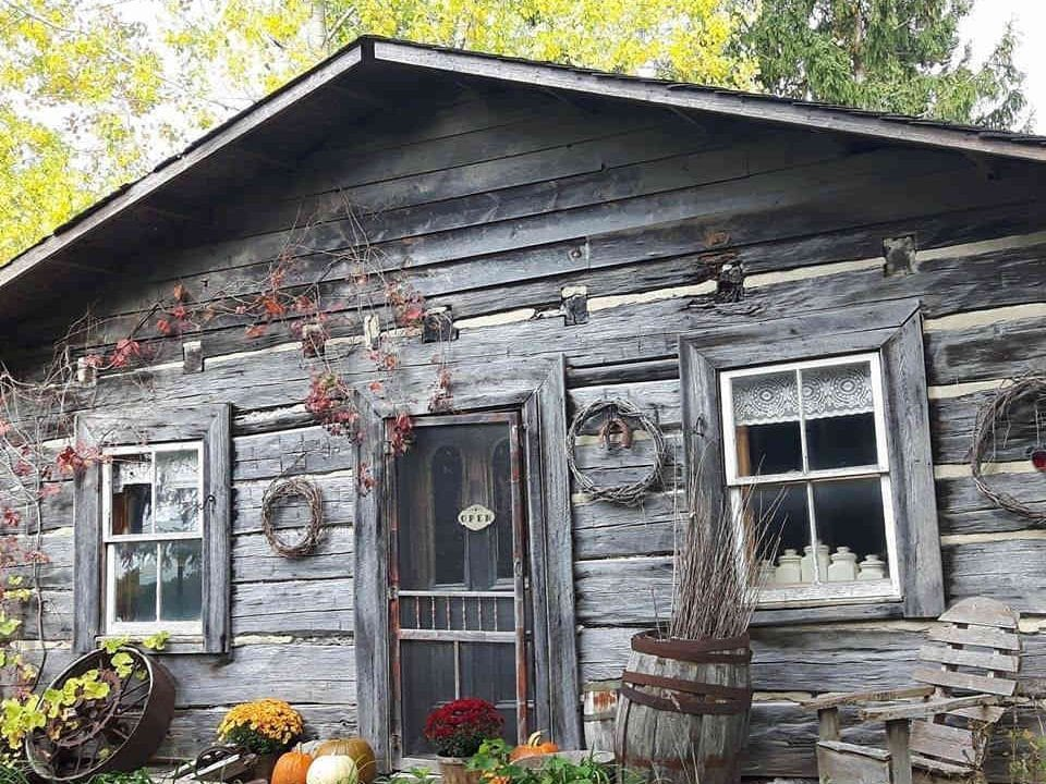 Autocueillette chalet en bois rond Log Cabin Orchard Ottawa Ontario Canada Ulocal produit local achat local
