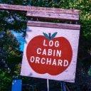 Autocueillette enseigne Log Cabin Orchard Ottawa Ontario Canada Ulocal produit local achat local