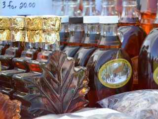 Cabane à sucre sirop d'érable Maple Country Sugar Bush Palmer Rapids Ontario Canada Ulocal produit local achat local