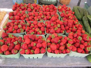 Public Market strawberries Maxville Farmers' Market Maxville Ontario Canada Ulocal Local Product Local Purchase