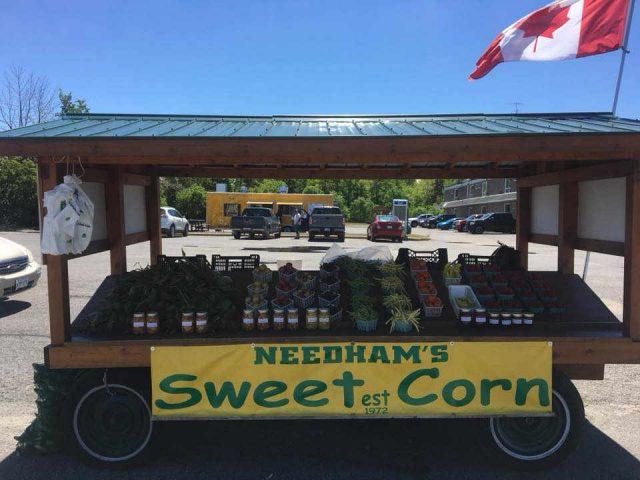 Marché de fruits et légumes kiosque Needham's Market Garden Arnprior Ontario Canada Ulocal produit local achat local