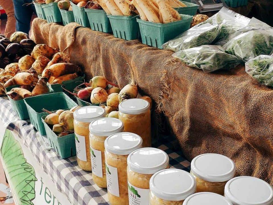 Marché public choucroute légumes Ottawa Farmers' Market Ottawa Ontario Canada Ulocal produit local achat local