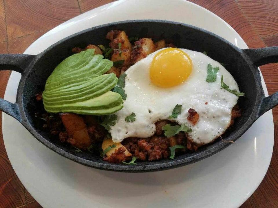 Restaurant oeuf avocat déjeuner True Food Nyack New York États-Unis Ulocal produit local achat local