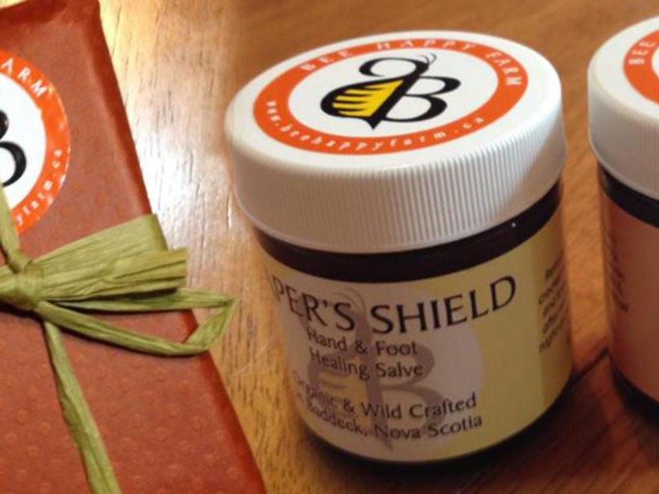 cosmétiques produits naturels santé pour le corps pot capers shield produit au miel herbees nature abeille bee happy farm baddeck nouvelle écosse canada produits locaux achat local produits du terroir locavore touriste