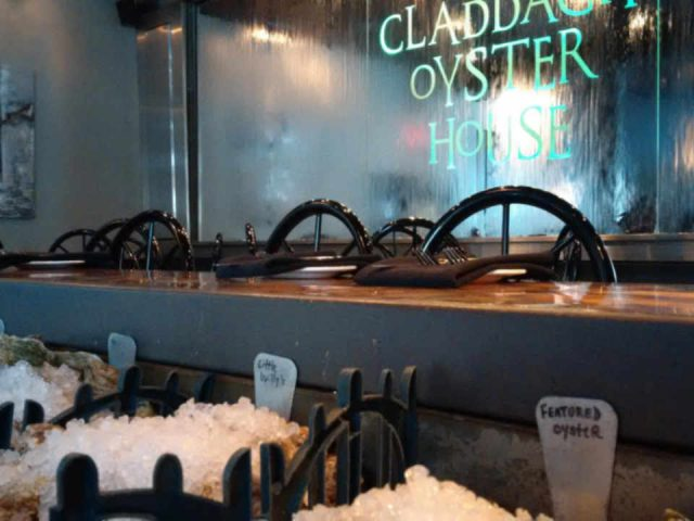 Restaurant Claddagh Oyster House Charlottetown Prince Edward Island Ulocal produit local achat local