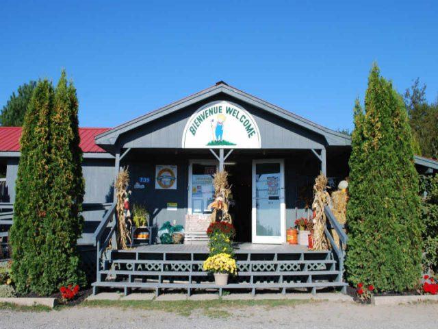 Marché de fruits et légumes La Ferme Michaud Farm Baie de Bouctouche Nouveau-Brunswick Canada Ulocal produit local achat local produit terroir
