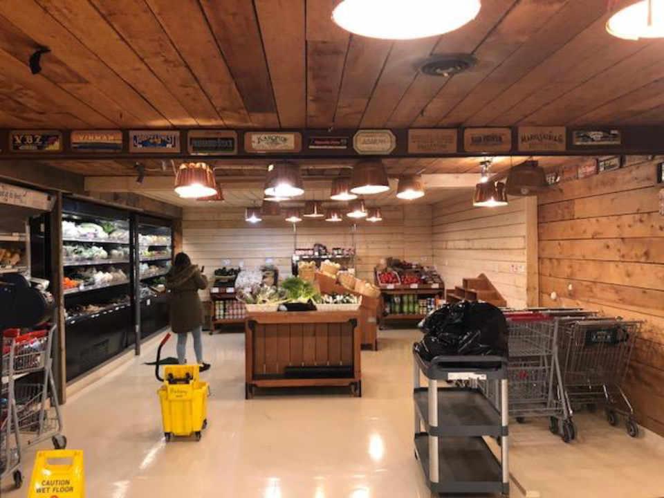 Épicerie locale Kredl's Corner Market Hampton Nouveau-Brunswick Canada Ulocal produit local achat local