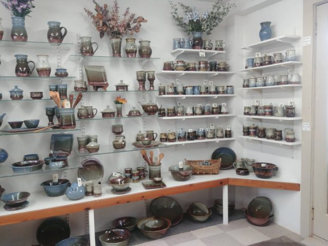 Poterie boutique artisanat The Pottery Shop - Crimmins Pottery Kingston Nouveau-Brunswick Ulocal produit local achat local