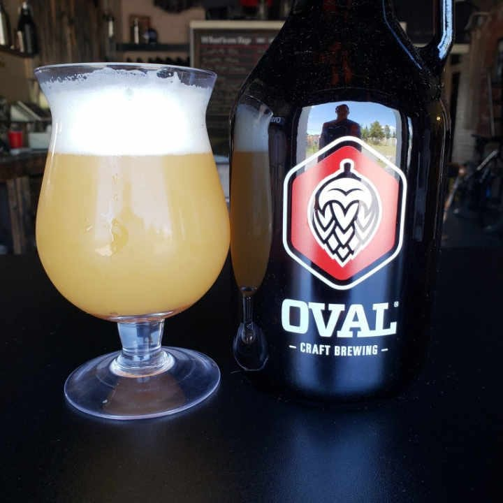 Microbrasserie verre et cruchon de bière Oval Craft Brewing Plattsburgh New York États-Unis Ulocal produit local achat local