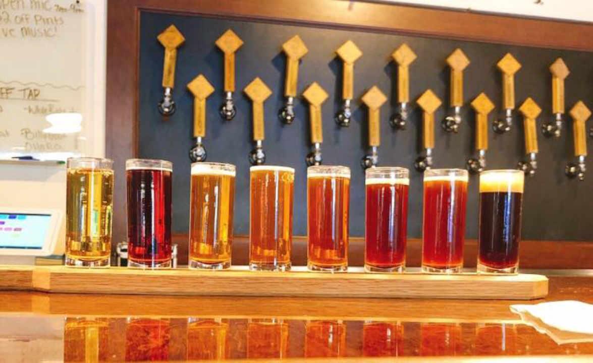 Microbrasserie verres de bière Queen City Brewing Staunton Virginie États-Unis Ulocal produit local achat local
