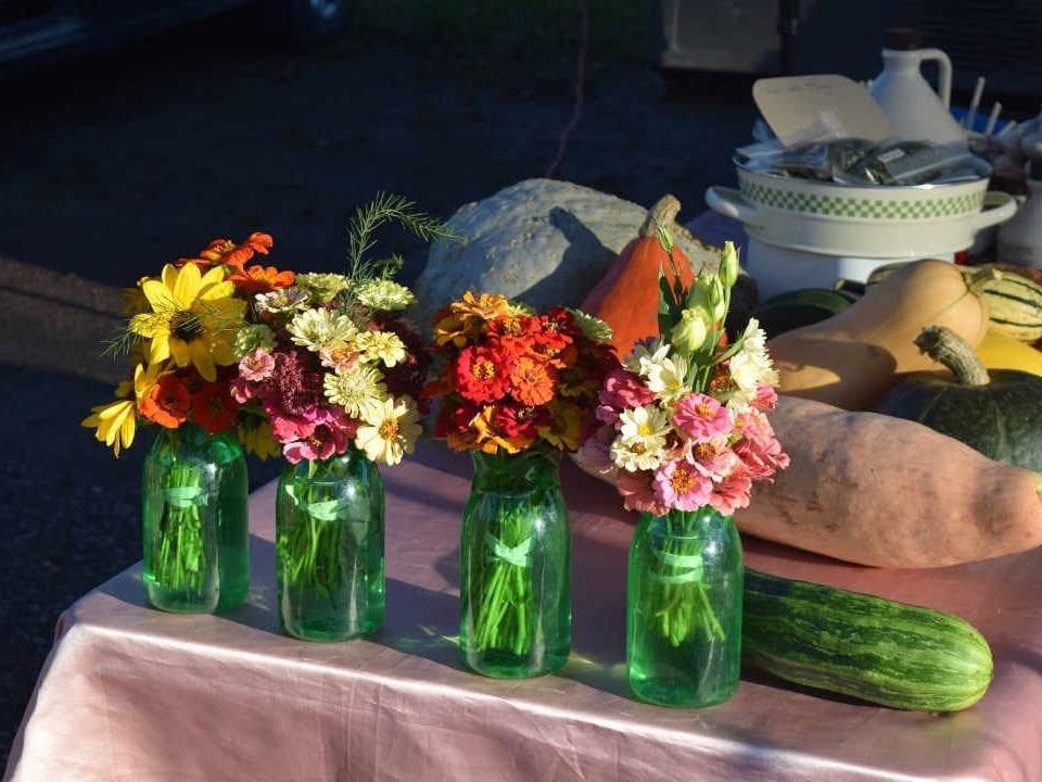Marché public fleurs Renfrew Farmers' Market Renfrew Ontario Canada Ulocal produit local achat local