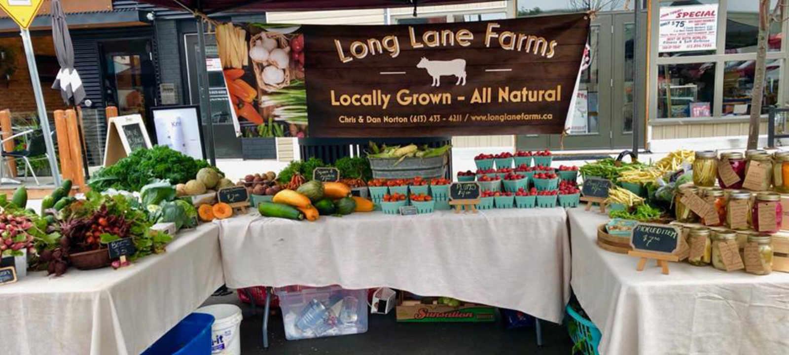 Marché public kiosque fruits et légumes Renfrew Farmers' Market Renfrew Ontario Canada Ulocal produit local achat local