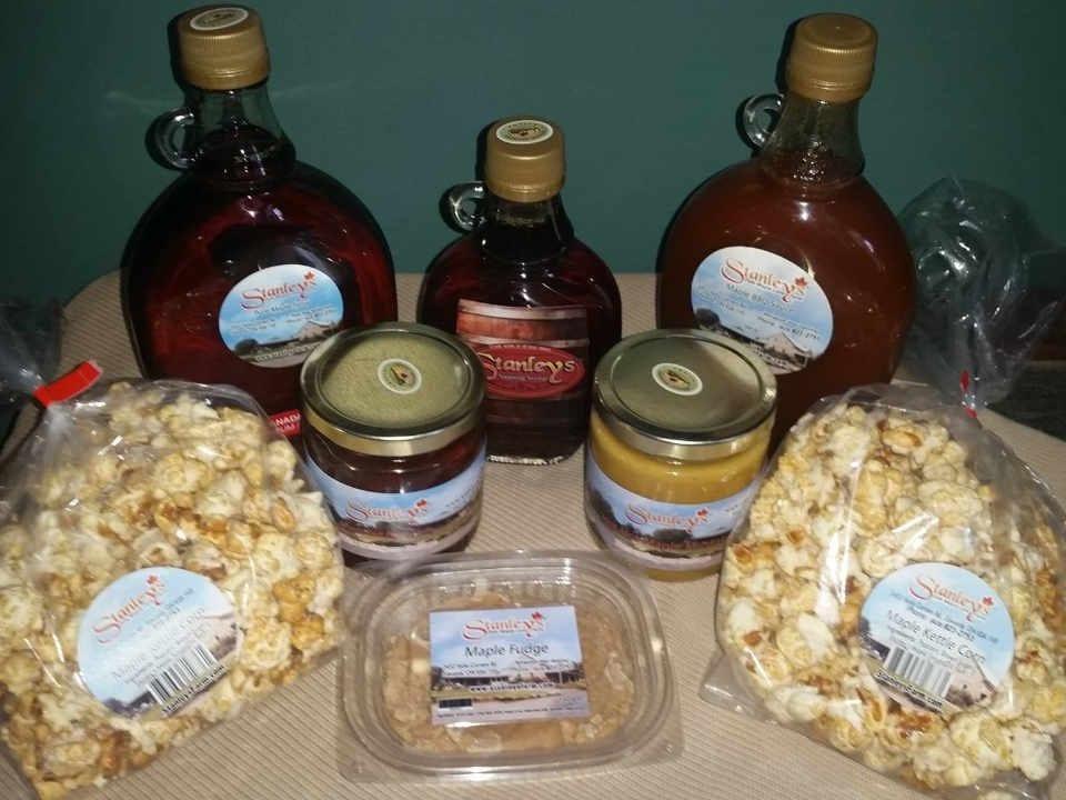 Cabane à sucre produits de l'érable Stanley's Olde Maple Lane Farm Edwards Ontario Canada Ulocal produit local achat local