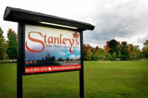 Cabane à sucre enseigne Stanley's Olde Maple Lane Farm Edwards Ontario Canada Ulocal produit local achat local