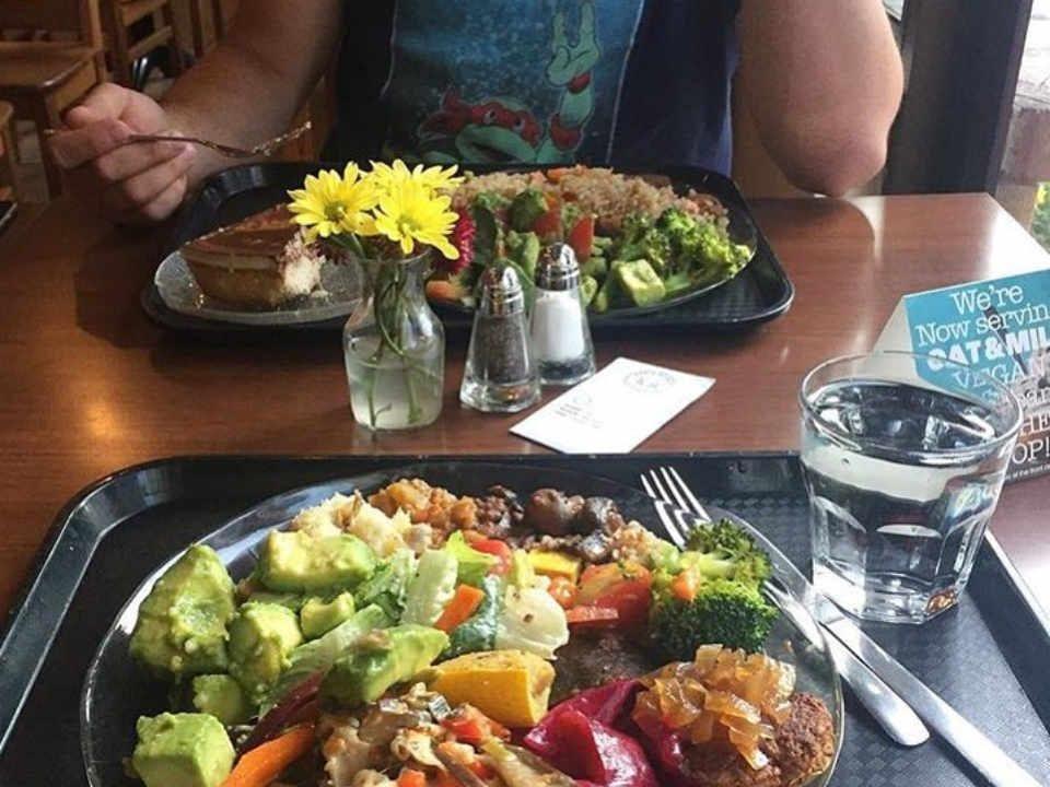 Restaurant repas The Table Vegetarian Restaurant Ottawa Ontario Canada Ulocal produit local achat local