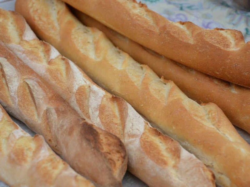 Marché public Baguettes pain Vankleek Hill Farmers' Market Vankleek Hill Ontario Canada Ulocal produit local achat local