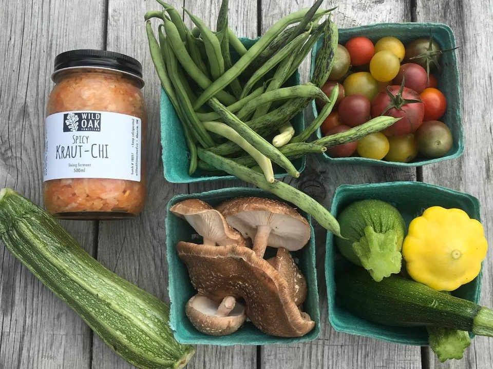 Marché de fruits et légumes légumes et choucroute Wild Oak Homestead Almonte Ontario Canada Ulocal produit local achat local