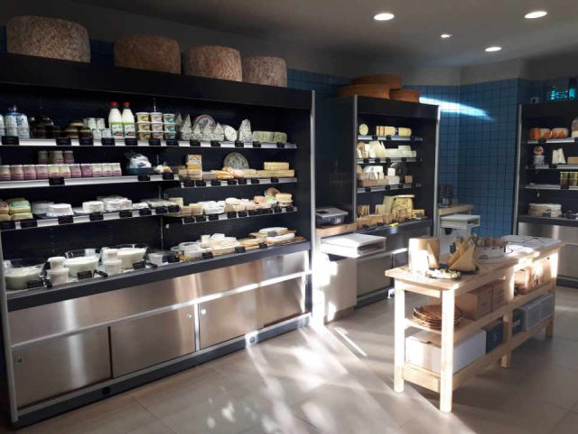 Organic cheese dairy food delicatessen Au Père Michel - Fromagerie Saint-Ouen France Ulocal local product local purchase local product