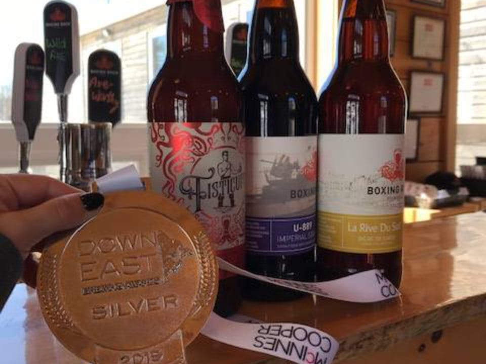 microbreweries winning price bar happy hour glass bottle draft beer boxing rock brewing co shelburne nova scotia canada ulocal local products local purchase local produce locavore tourist