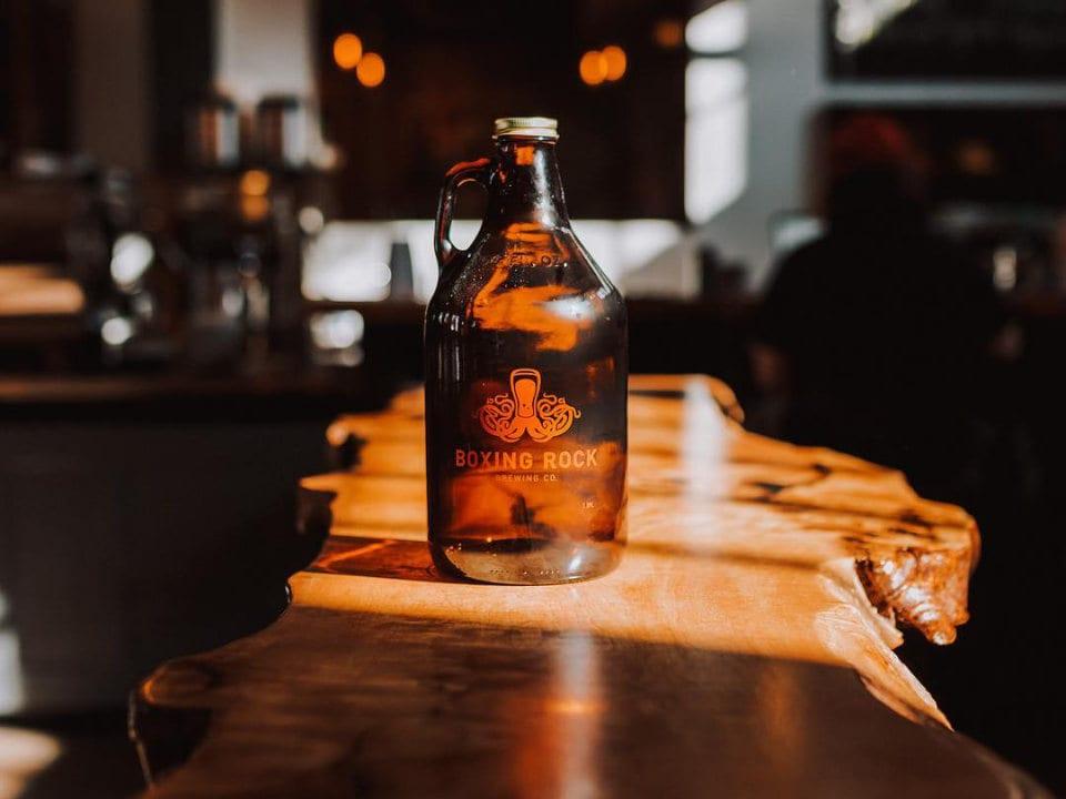 microbrasseries bar bouteille bière 5 à 7 happy hour boxing rock brewing co shelburne nouvelle-écosse canada ulocal produits locaux achat local produits du terroir locavore touriste