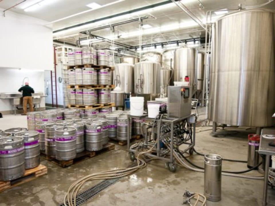 microbrasseries usine de fabrication de bières artisanales broken tooth brewing anchorage alaska états unis ulocal produits locaux achat local produits du terroir locavore touriste