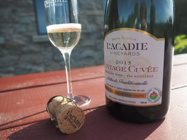 vignoble nourriture alcool organique bouteille mousseux pétillant prestige brut sparkling vintage cuvee rose alchemy passito red estate l'acadie vineyards wolfville nouvelle-écosse canada ulocal produits locaux achat local produits du terroir locavore touriste