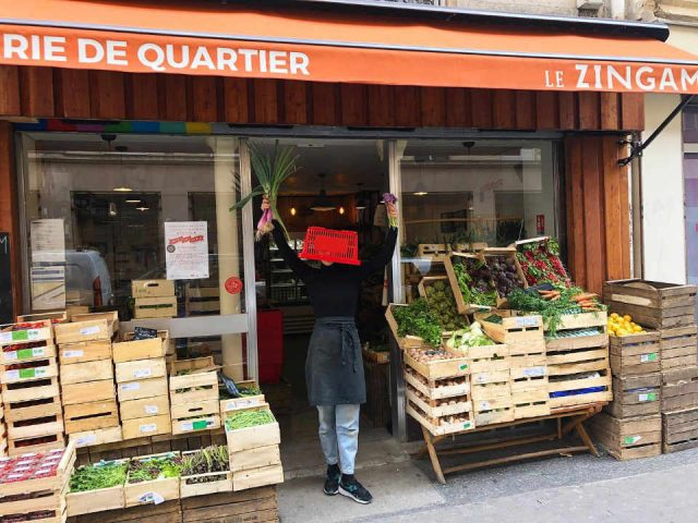 Organic fruit and vegetable market Le Zingam Paris France Ulocal local product local purchase local product
