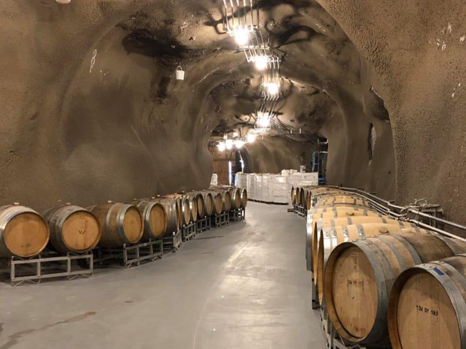 vignoble restaurant caverne à vin barils de vin o'rourke's peak cellars lake country colombie britannique canada ulocal produits locaux achat local produits du terroir locavore touriste