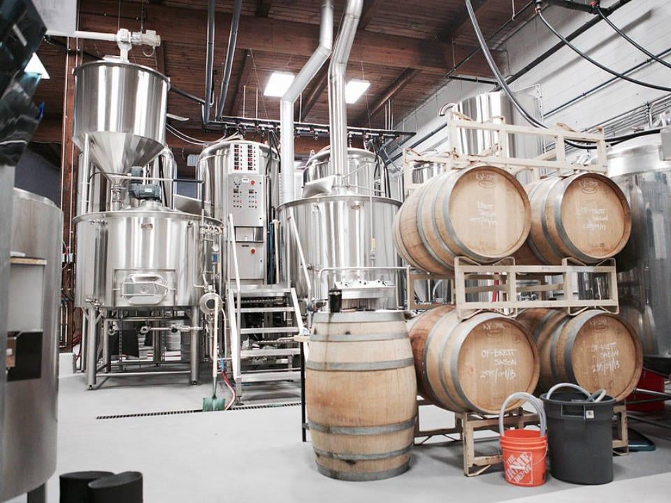 microbrasseries usine de fabrication bière artisanale en fût powell brewery vancouver colombie britannique canada ulocal produits locaux achat local produits du terroir locavore touriste