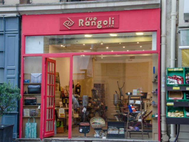 Boutique clothing decoration purse ecological recycled materials Rue Rangoli Paris France Ulocal local product local purchase
