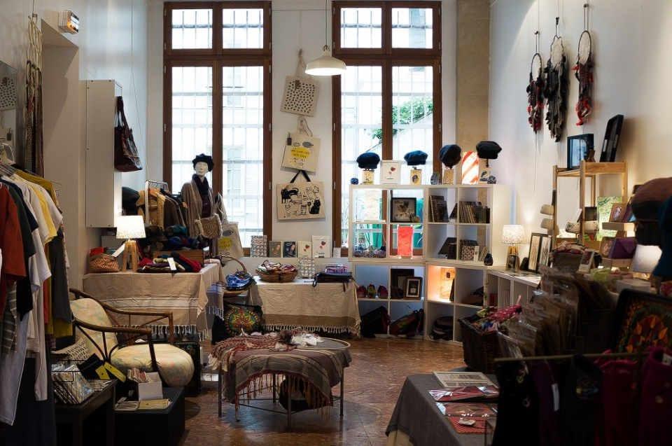 Boutique vêtements décoration sac à main écologiques matériaux recyclés Rue Rangoli Paris France Ulocal produit local achat local