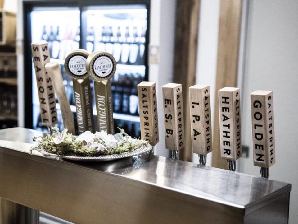 microbrasseries distributeur de bière en fût bar réfrigérateur bière salt spring island ales salt spring island colombie britannique canada ulocal produits locaux achat local produits du terroir locavore touriste